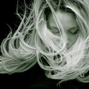 Comment lisser vos cheveux sans chaleur