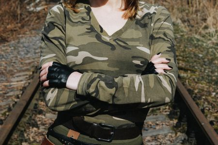 Pourquoi les vêtements militaires sont-ils toujours aussi tendance?