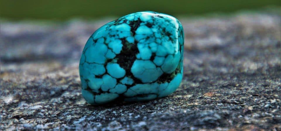 Bijoux en turquoise, le retour d'une gemme puissante